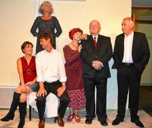La troupe d' Yvias s' est fait une spécialité du répertoire de boulevard qu' elle interprète avec conviction et maestria